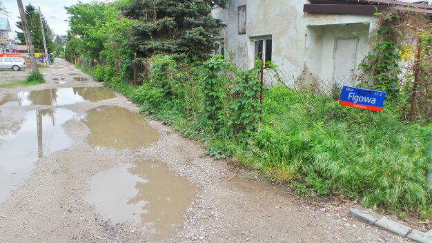 Stołeczne ulice jak wiejskie drogi. W tym roku utwardzą kilkadziesiąt