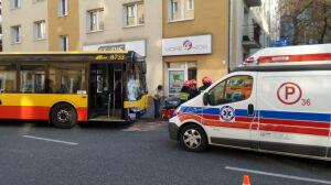 Wypadek autobusu na Dolnej. Sześć osób rannych