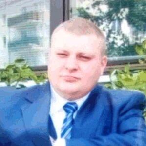 Policja pokazuje zdjęcia konwojenta ściganego za kradzież 1,2 mln zł