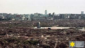 Pomnik w morzu ruin. Unikalny film z 1948 roku