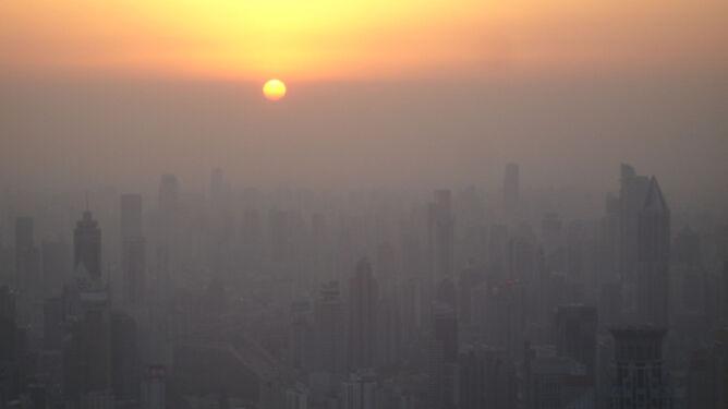 92 proc. ludzi oddycha <br />zanieczyszczonym powietrzem
