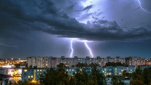 Niebezpieczne burze z gradem. IMGW ostrzega