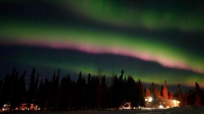 Kolorowe światła pojawiły się na niebie Alaski