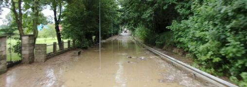 Zalany stadion, ulice pełne wody, uszkodzone budynki. Sobotnie ulewy nad Polską